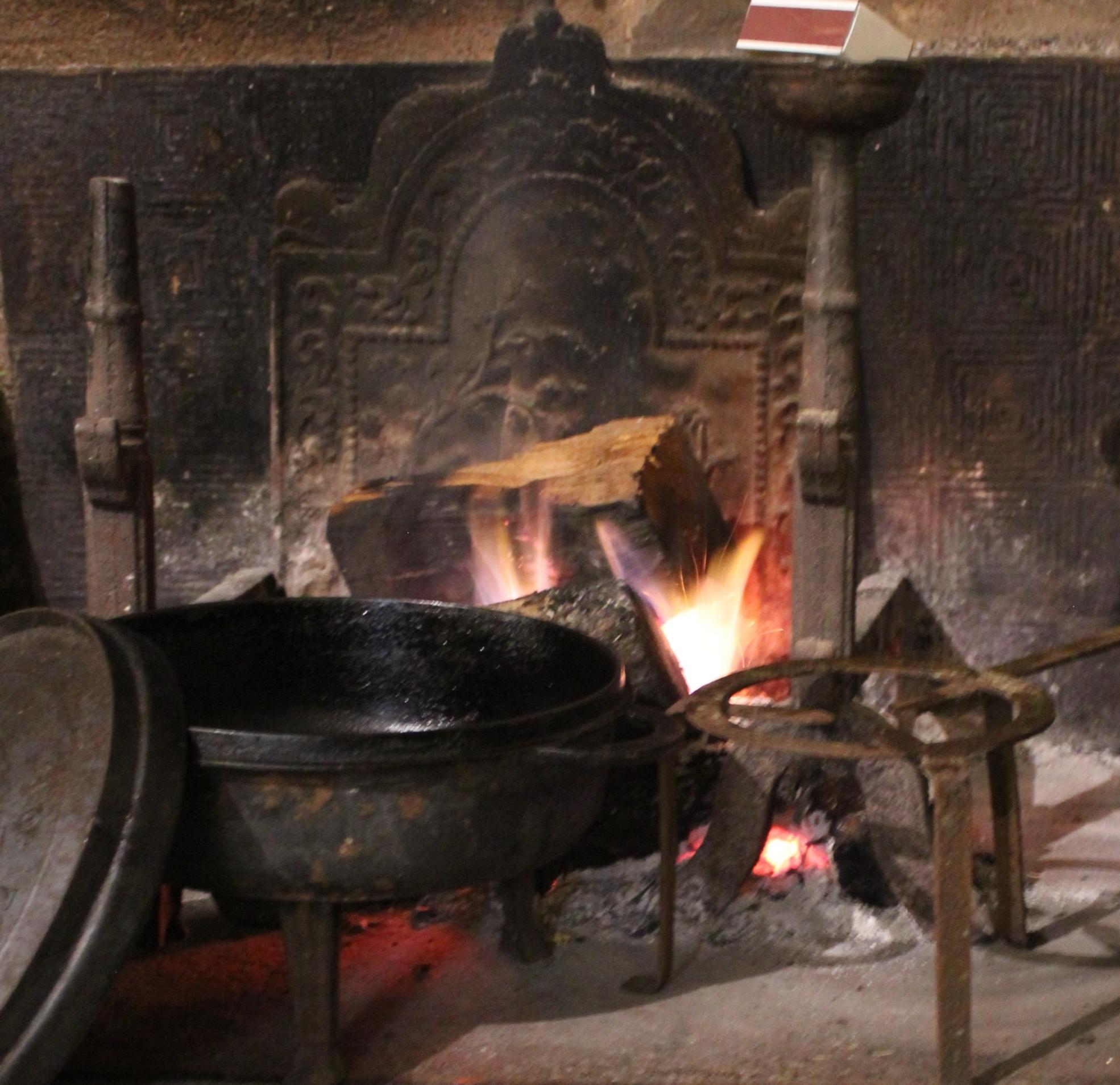 Cuisiner au bois dans la cheminée ça vous dit ???